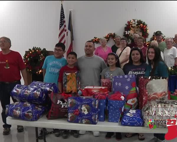 Winter Texans Help Family of Six for Christmas_36921703