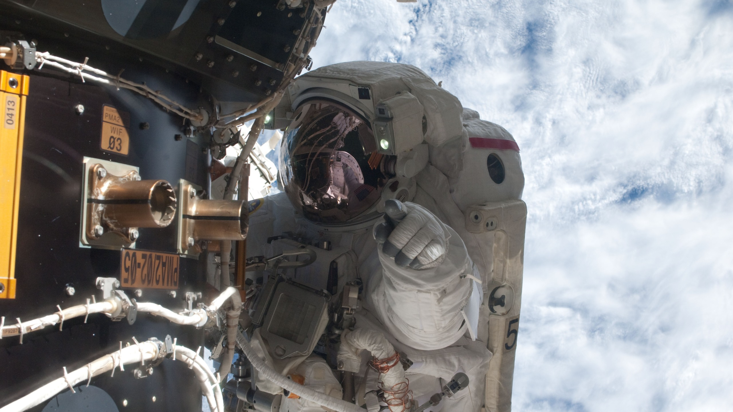 NASA_astronaut_Mike_Fossum_Atlantis_1535915243176.jpg